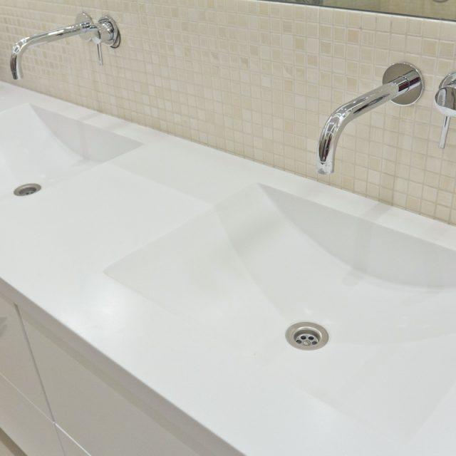 Stalviršiai vonios kambariui
